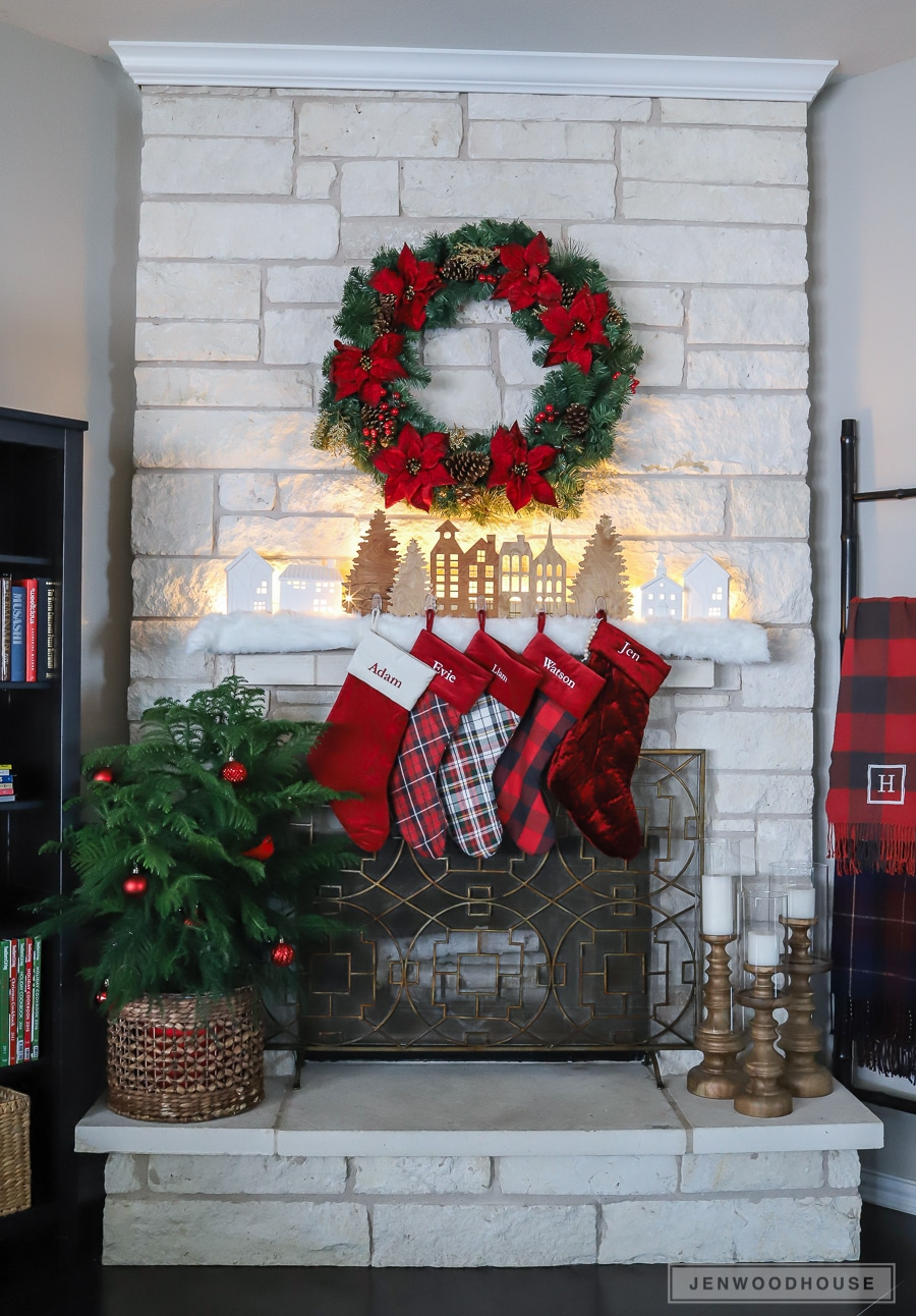 How to decorate your mantel for Christmas