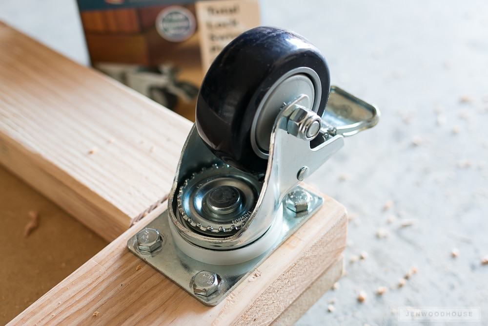 Build a DIY mobile workbench with casters
